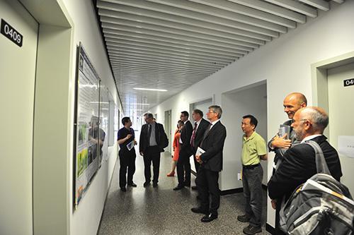 德国于利希研究中心主任代表团和电子性能研究所所长访问物理所并参观磁学实验室